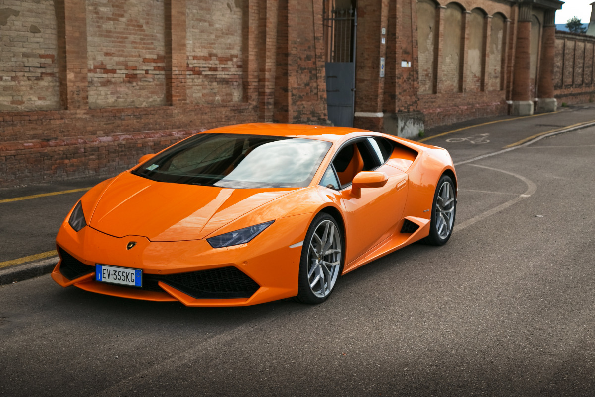 Enjoying Lamborghini's 610 hp Huracan the Bolognese way! - slide 1