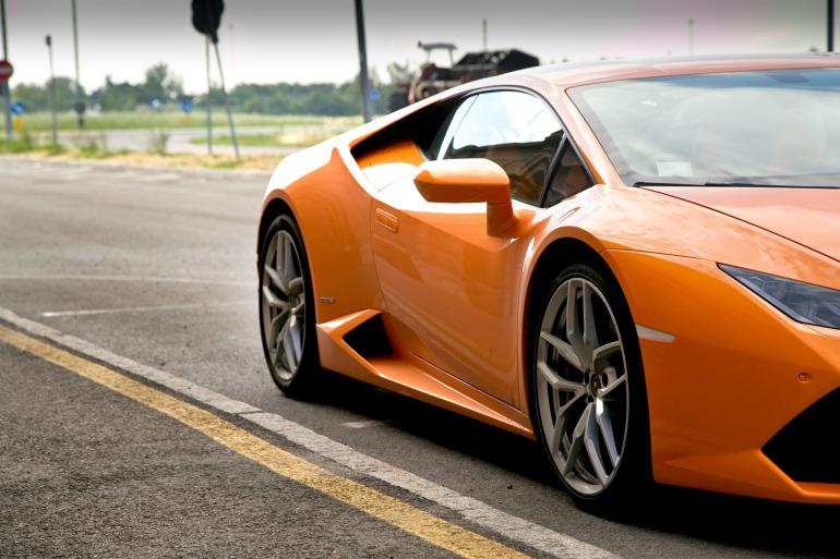 Enjoying Lamborghini's 610 hp Huracan the Bolognese way! - slide 2