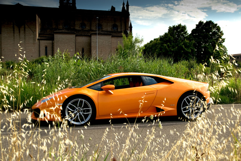 Enjoying Lamborghini's 610 hp Huracan the Bolognese way! - slide 4