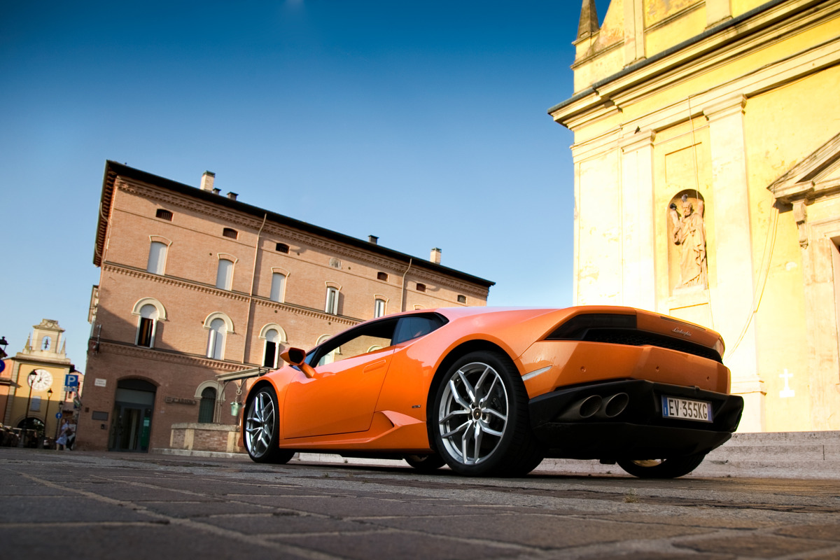 Enjoying Lamborghini's 610 hp Huracan the Bolognese way! - slide 9