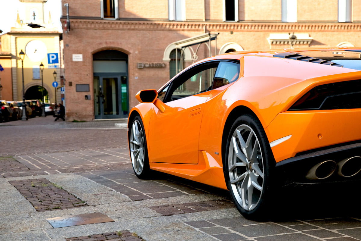 Enjoying Lamborghini's 610 hp Huracan the Bolognese way! - slide 7