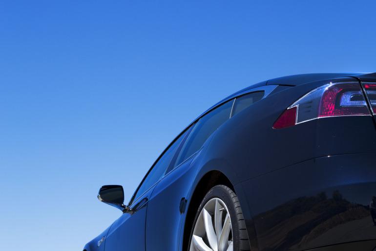 Driving Tesla's Model S, a most en-lightning experience - slide 2