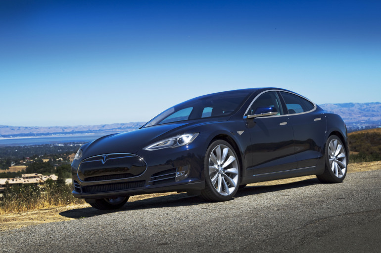Driving Tesla's Model S, a most en-lightning experience - slide 1