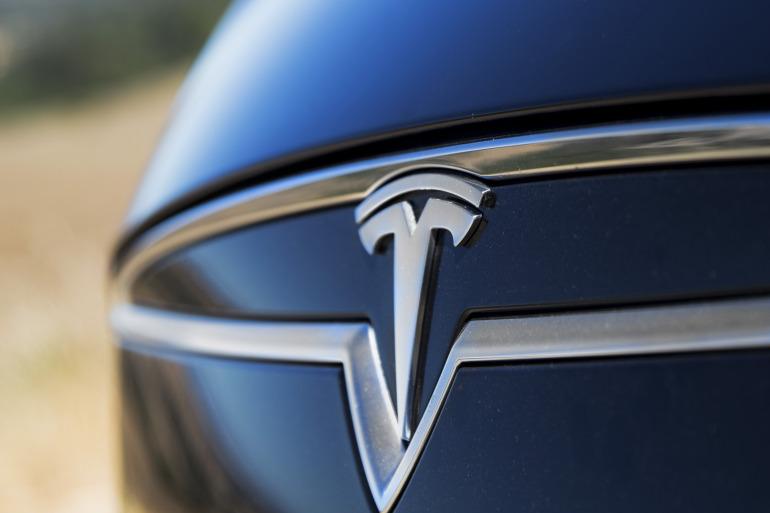 Driving Tesla's Model S, a most en-lightning experience - slide 13