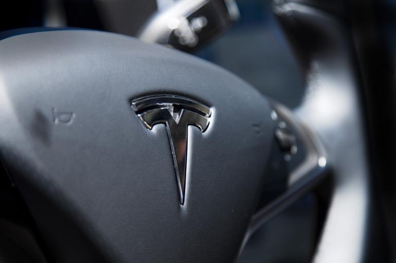 Driving Tesla's Model S, a most en-lightning experience - slide 11