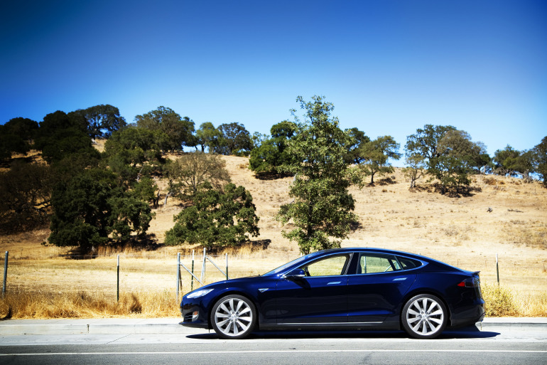 Driving Tesla's Model S, a most en-lightning experience - slide 9