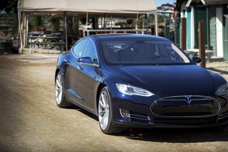 Driving Tesla's Model S, a most en-lightning experience - slide 5