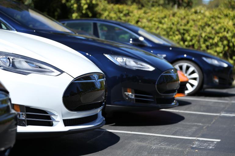 Driving Tesla's Model S, a most en-lightning experience - slide 3