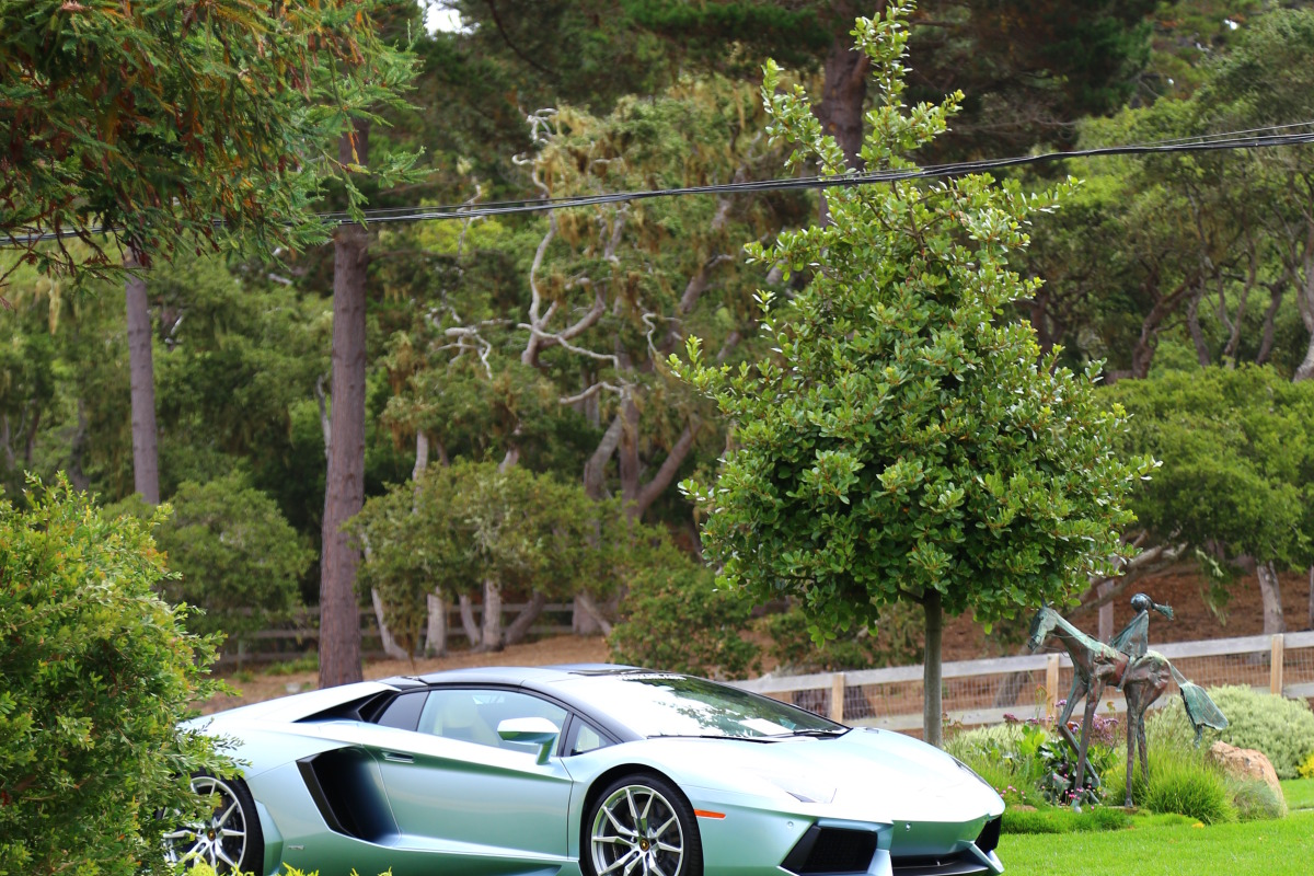 ANGUS vs AVENTADOR: Lamborghini's 700 hp destroyer of pavement laden worlds - slide 19