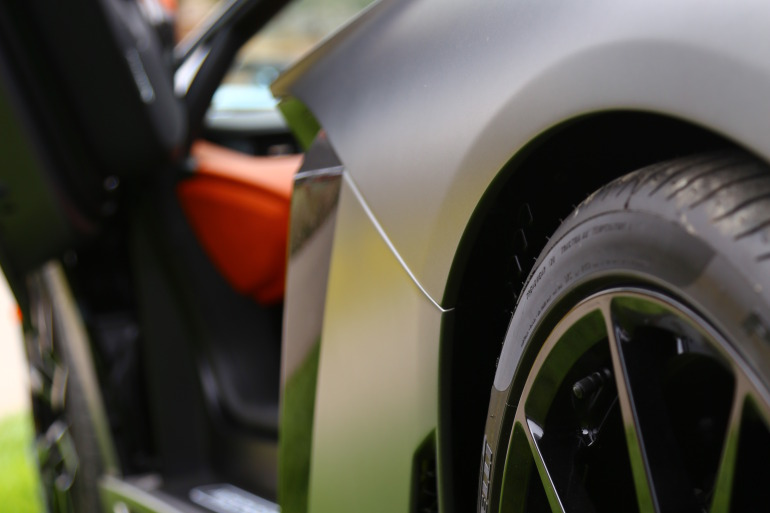 ANGUS vs AVENTADOR: Lamborghini's 700 hp destroyer of pavement laden worlds - slide 5