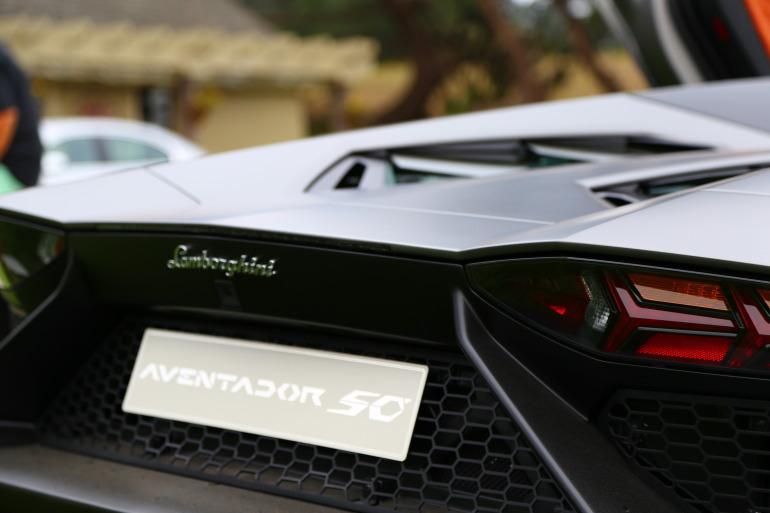 ANGUS vs AVENTADOR: Lamborghini's 700 hp destroyer of pavement laden worlds - slide 7