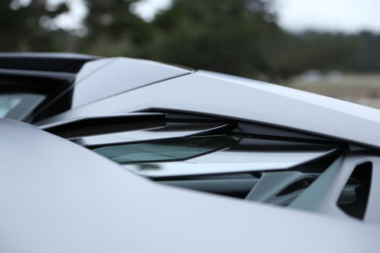 ANGUS vs AVENTADOR: Lamborghini's 700 hp destroyer of pavement laden worlds - slide 9