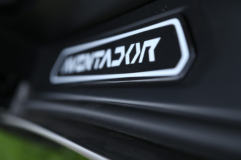 ANGUS vs AVENTADOR: Lamborghini's 700 hp destroyer of pavement laden worlds - slide 10