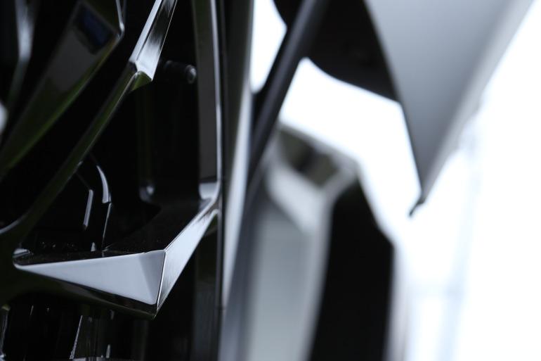 ANGUS vs AVENTADOR: Lamborghini's 700 hp destroyer of pavement laden worlds - slide 15