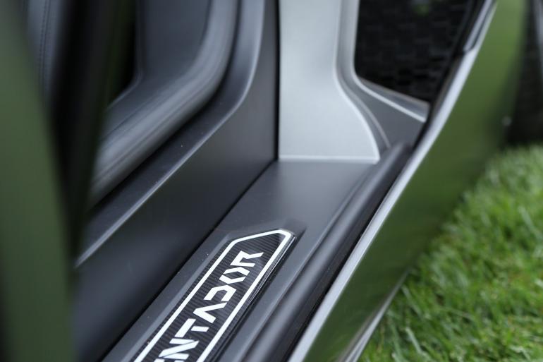 ANGUS vs AVENTADOR: Lamborghini's 700 hp destroyer of pavement laden worlds - slide 2