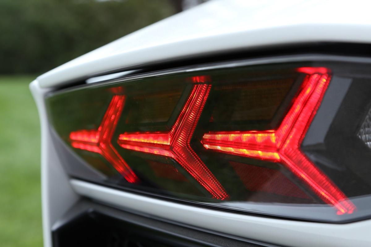 ANGUS vs AVENTADOR: Lamborghini's 700 hp destroyer of pavement laden worlds - slide 38