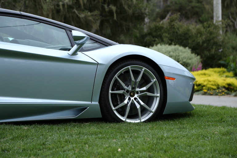 ANGUS vs AVENTADOR: Lamborghini's 700 hp destroyer of pavement laden worlds - slide 39