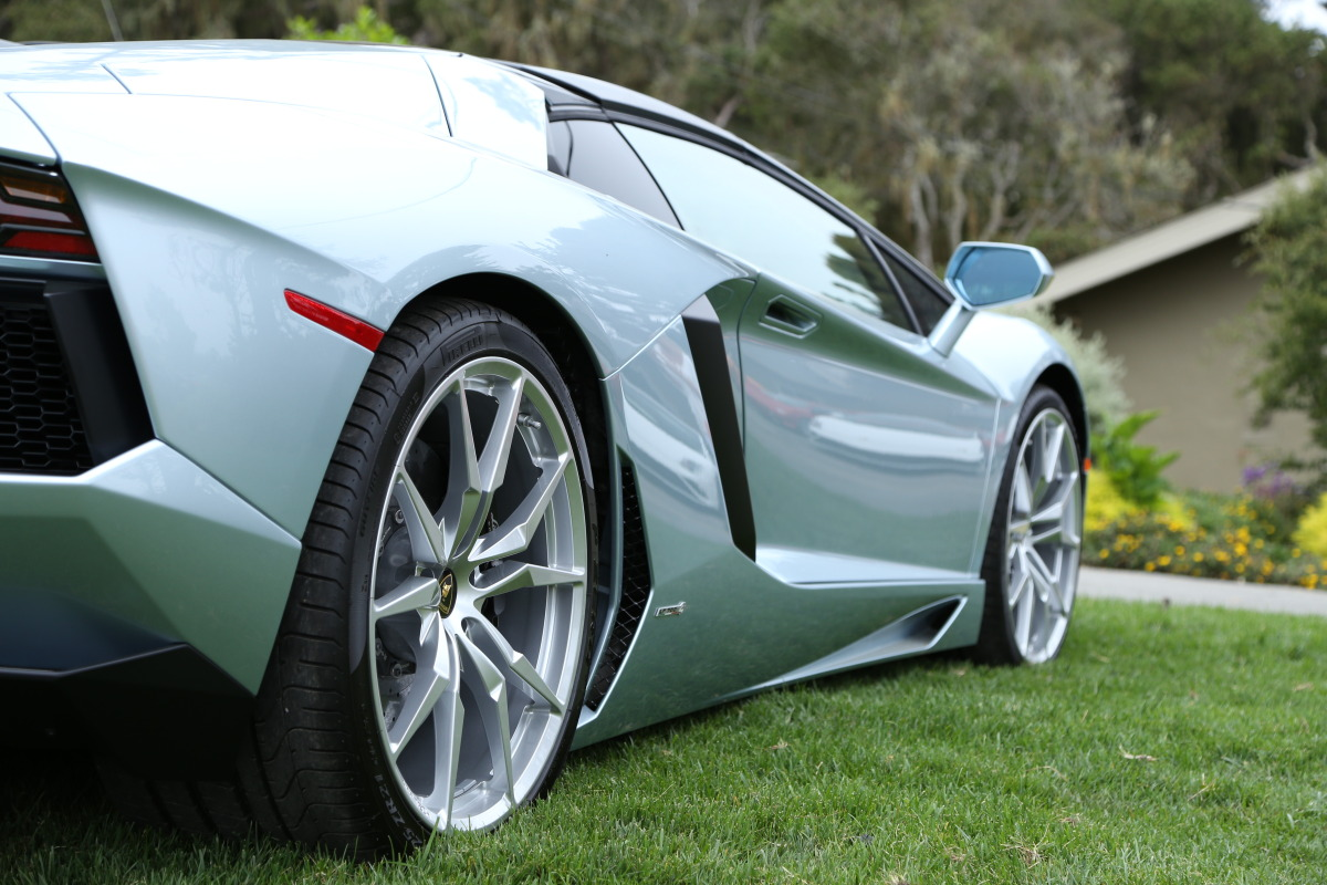 ANGUS vs AVENTADOR: Lamborghini's 700 hp destroyer of pavement laden worlds - slide 41