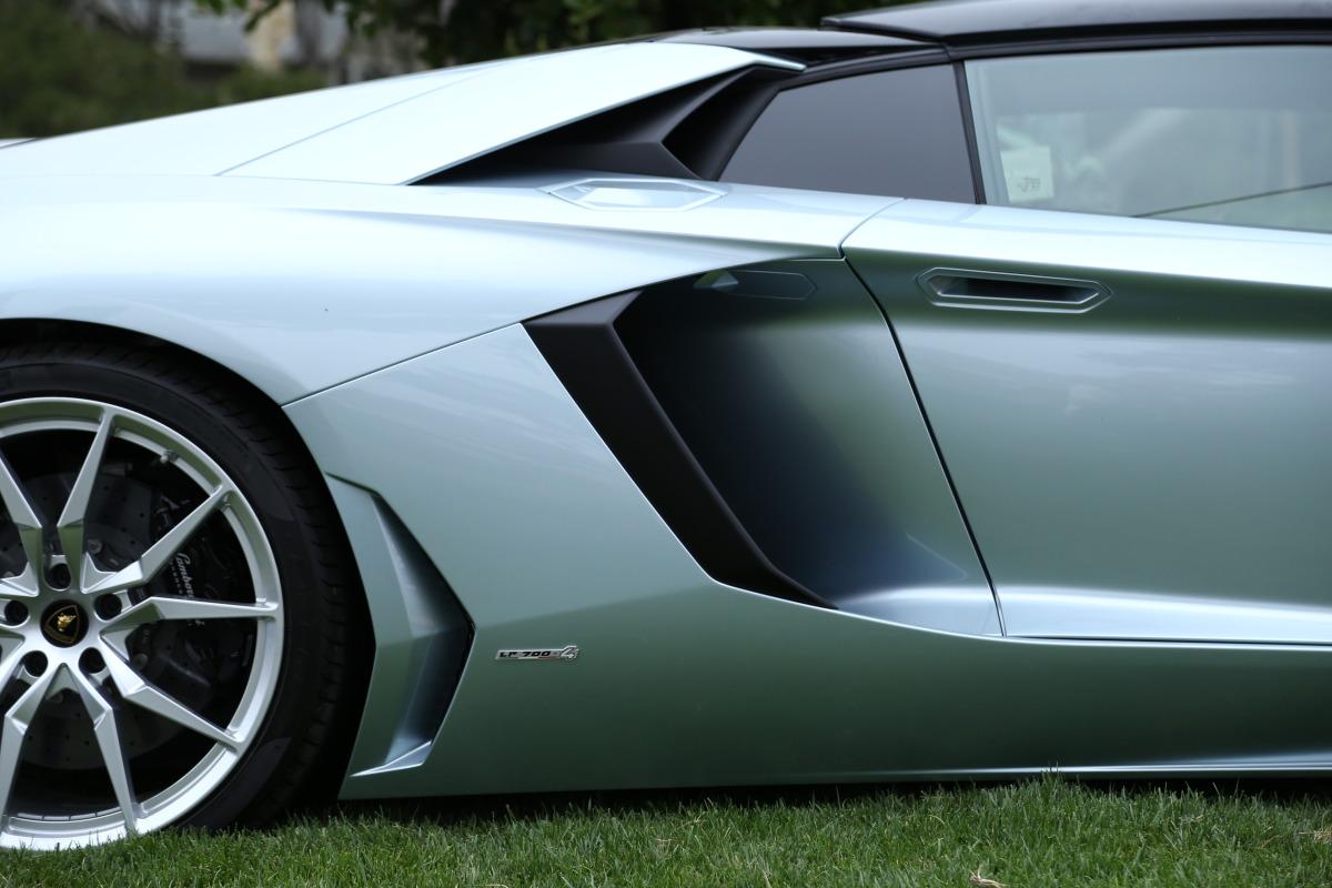 ANGUS vs AVENTADOR: Lamborghini's 700 hp destroyer of pavement laden worlds - slide 17
