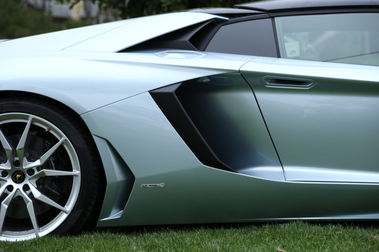 ANGUS vs AVENTADOR: Lamborghini's 700 hp destroyer of pavement laden worlds - slide 17