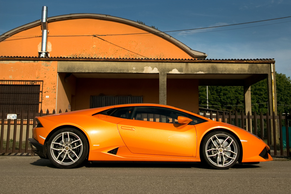 Enjoying Lamborghini's 610 hp Huracan the Bolognese way! - slide 16