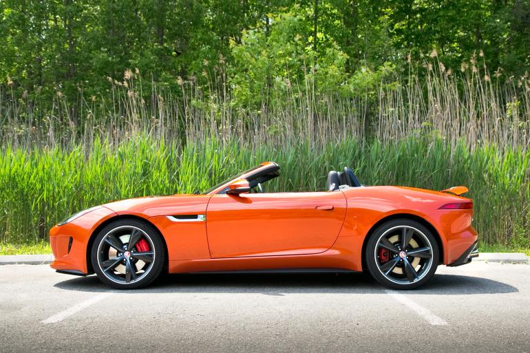 C/D/E/F! Jaguar's 495hp F-type roadster is the one true heir to the E-type throne - slide 1