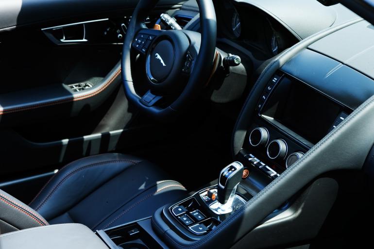 C/D/E/F! Jaguar's 495hp F-type roadster is the one true heir to the E-type throne - slide 7