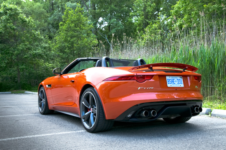 C/D/E/F! Jaguar's 495hp F-type roadster is the one true heir to the E-type throne - slide 23