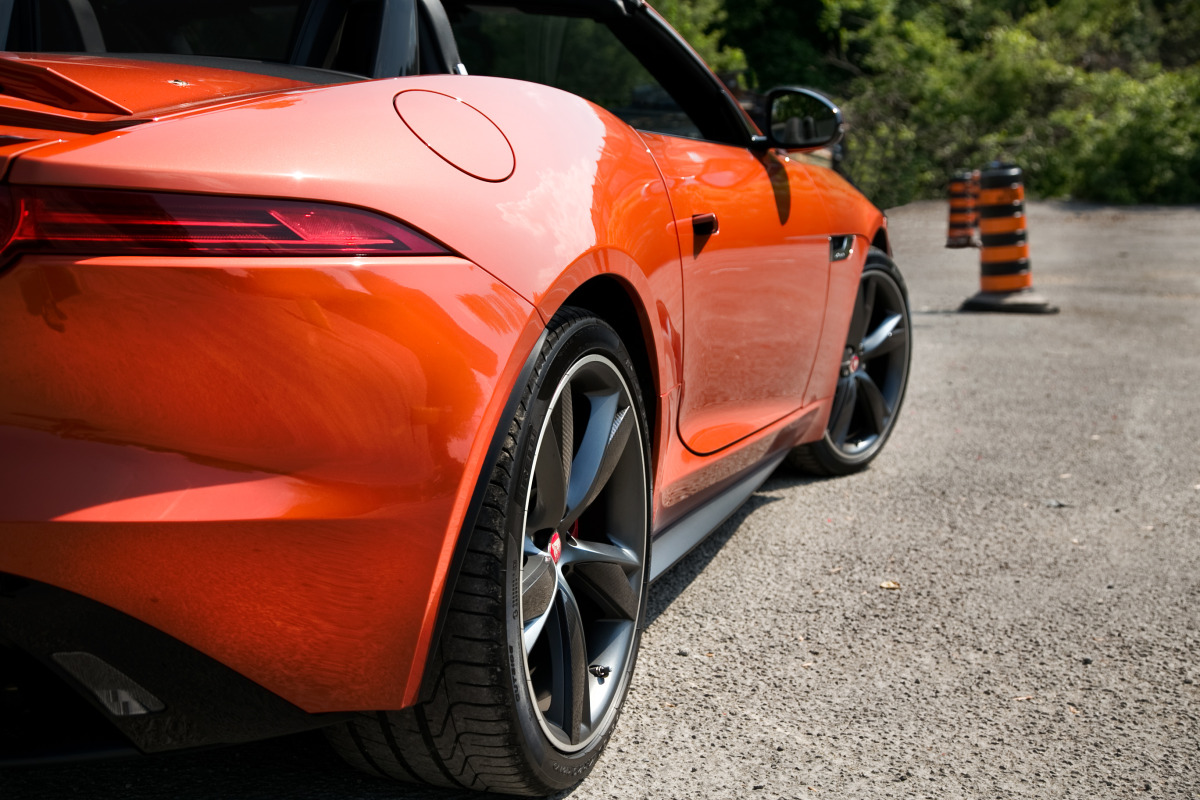 C/D/E/F! Jaguar's 495hp F-type roadster is the one true heir to the E-type throne - slide 17