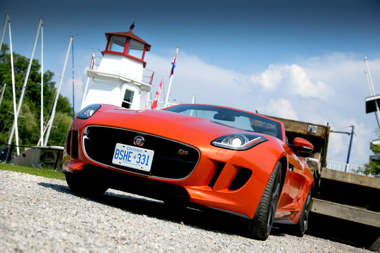 C/D/E/F! Jaguar's 495hp F-type roadster is the one true heir to the E-type throne - slide 11
