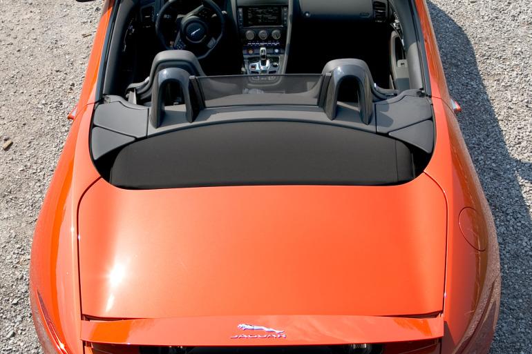 C/D/E/F! Jaguar's 495hp F-type roadster is the one true heir to the E-type throne - slide 18