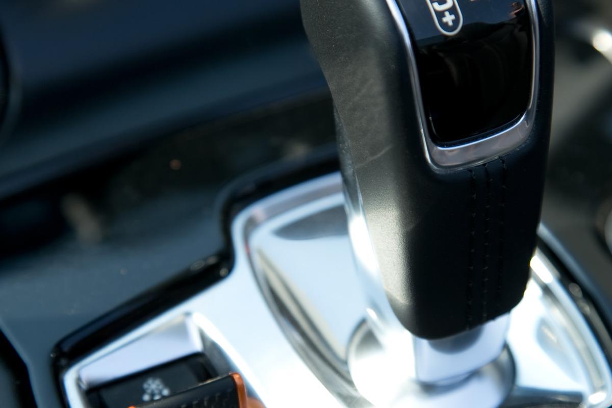 C/D/E/F! Jaguar's 495hp F-type roadster is the one true heir to the E-type throne - slide 19