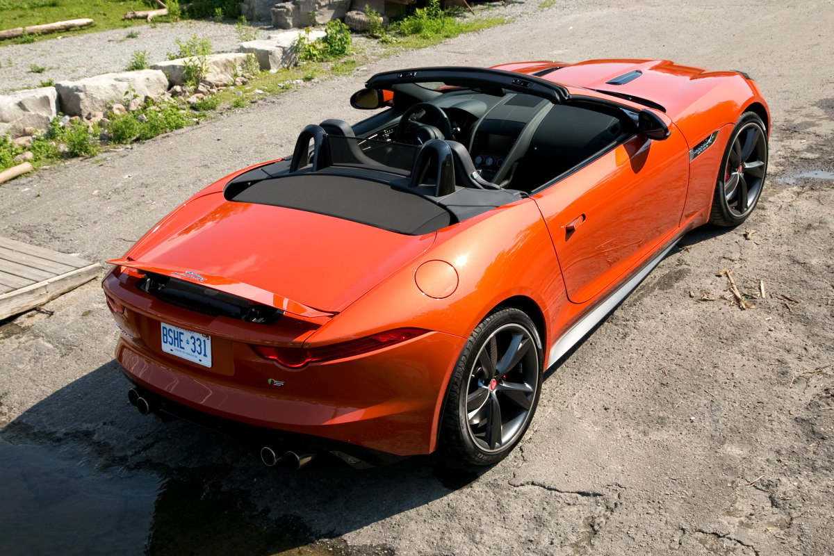 C/D/E/F! Jaguar's 495hp F-type roadster is the one true heir to the E-type throne - slide 16