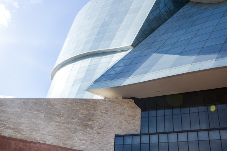 The new Canadian Museum for Human Rights gives Winnipeg serious architectural street cred - slide 31