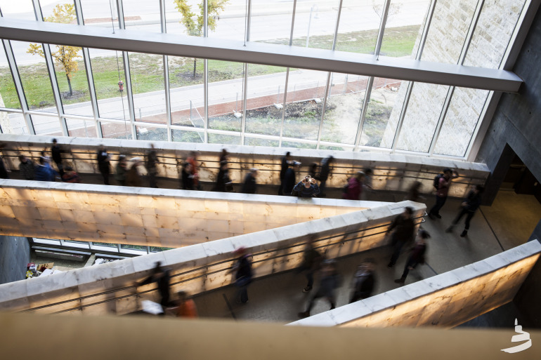 The new Canadian Museum for Human Rights gives Winnipeg serious architectural street cred - slide 27