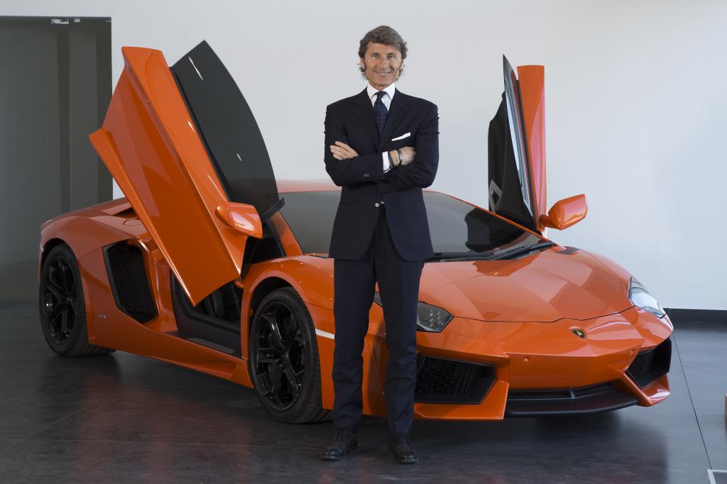 CEO Stephan Winkelmann w Aventador