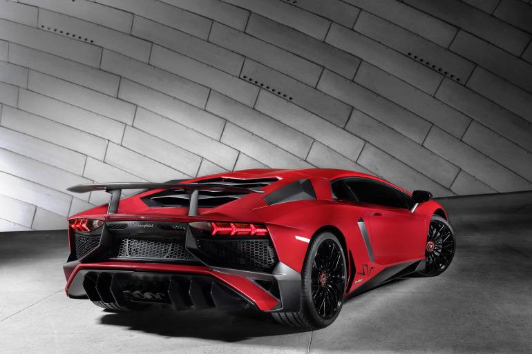 GENEVA AUTO SHOW 2015: DAY 1  – Lamborghini, Bentley, Infiniti, Koenigsegg - slide 20