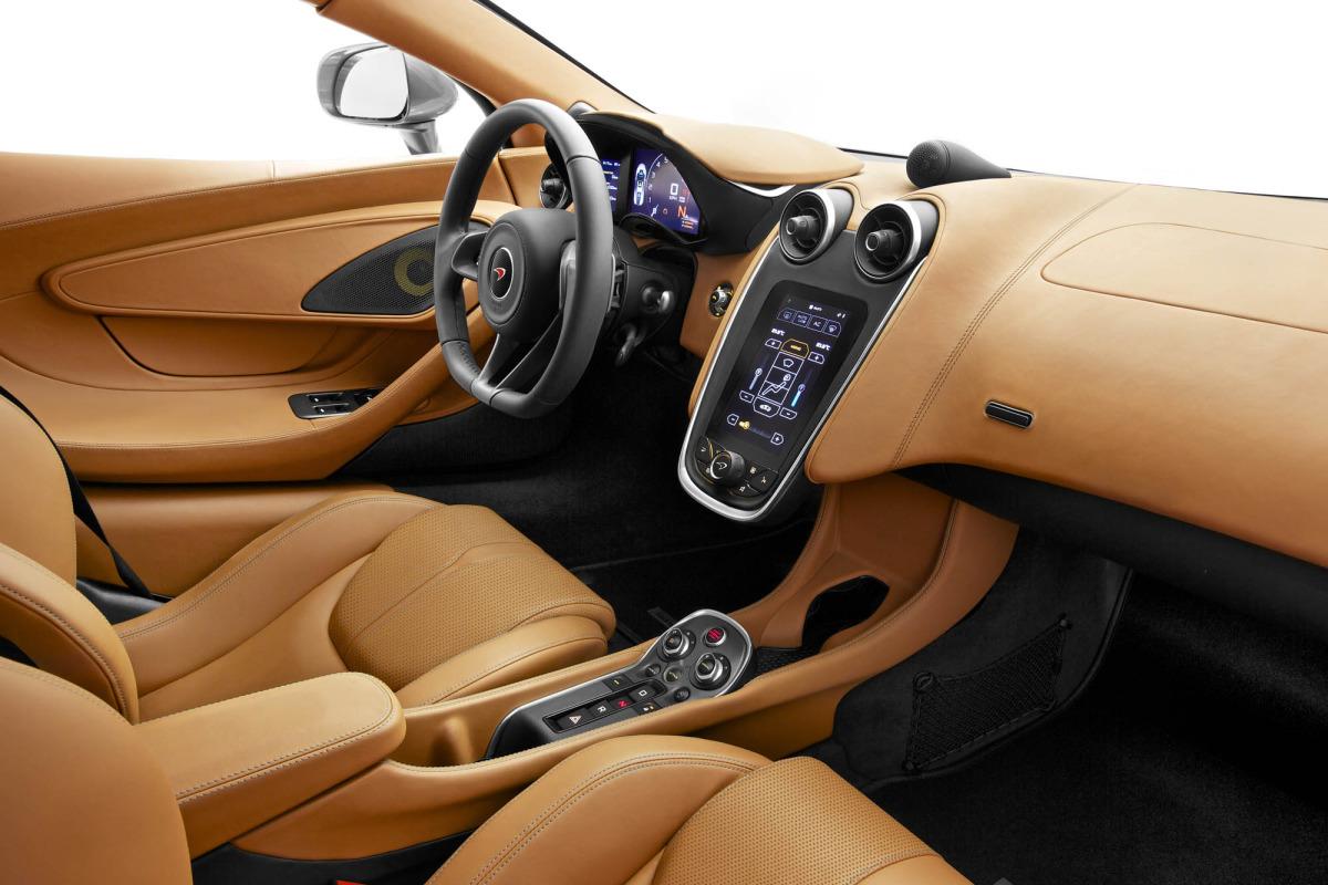 570S – McLaren unveils its new 570 hp Porsche-rivalling econobox at NYC Auto Show - slide 6