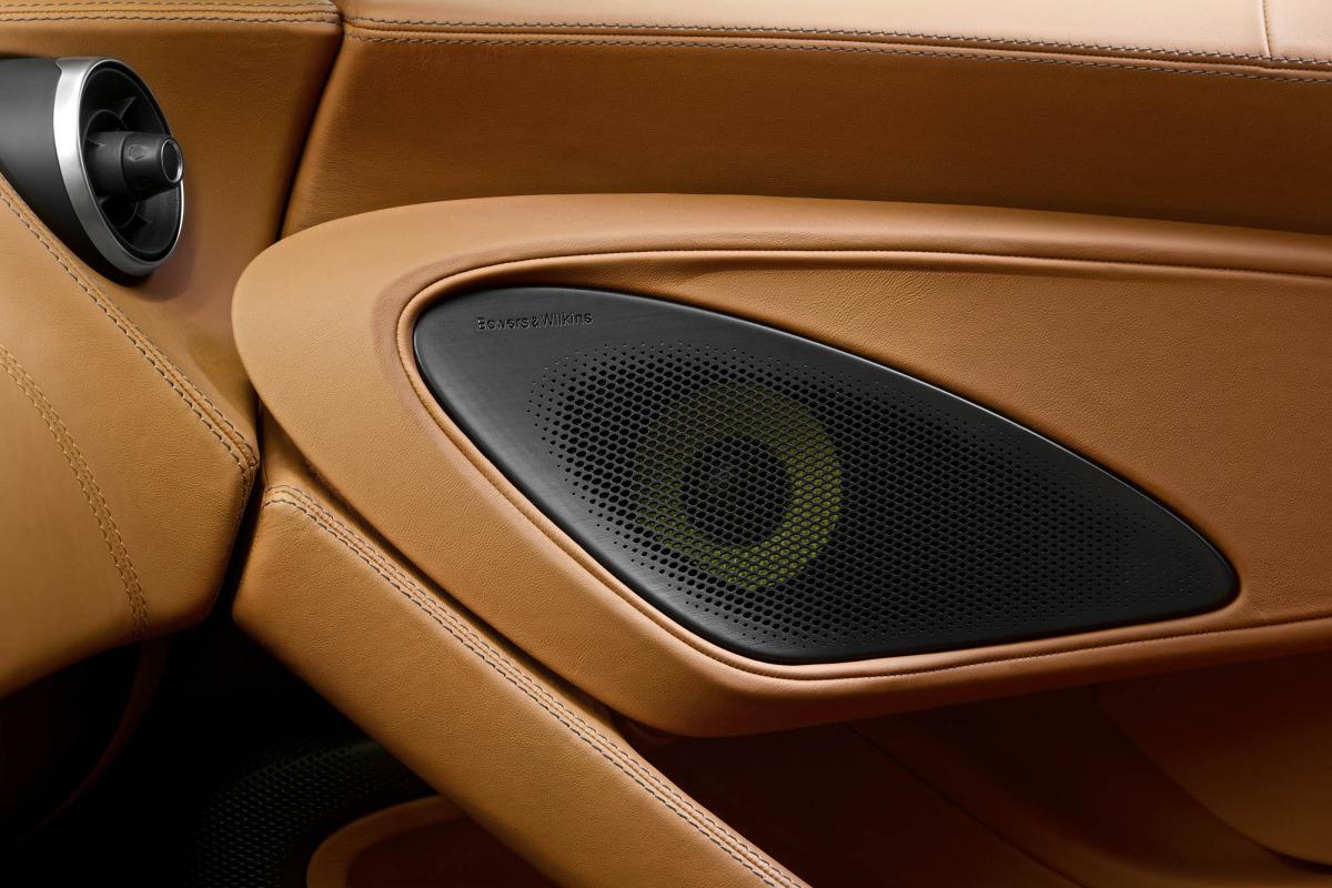 570S – McLaren unveils its new 570 hp Porsche-rivalling econobox at NYC Auto Show - slide 7