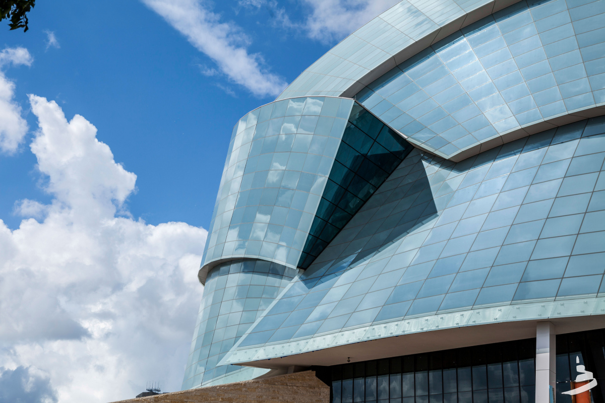 The new Canadian Museum for Human Rights gives Winnipeg serious architectural street cred - slide 7