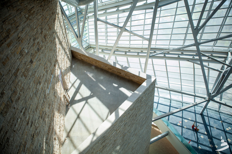 The new Canadian Museum for Human Rights gives Winnipeg serious architectural street cred - slide 14