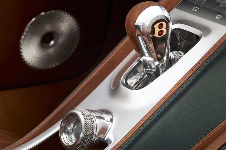 GENEVA AUTO SHOW 2015: DAY 1  – Lamborghini, Bentley, Infiniti, Koenigsegg - slide 15