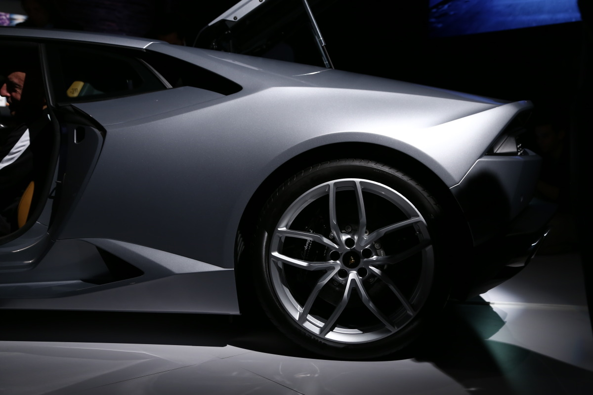 Interview: Lamborghini's CEO Stephan Winkelmann & Design Director, Filippo Perini - slide 19