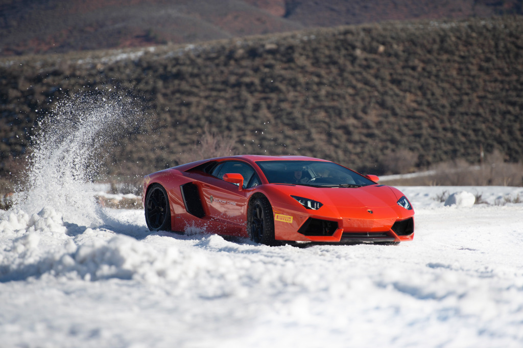 Snow hooning a 700 hp AWD Aventador on the highest track in the US