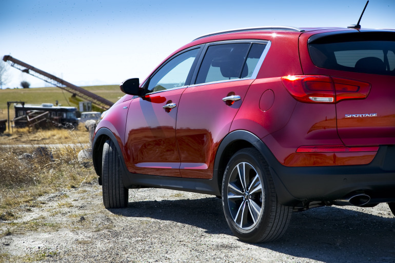 THE AGE OF SPORT: Kia's 260 hp AWD Sportage shows the Koreans are really not f*cking around - slide 3