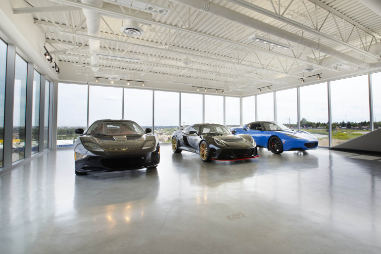 BULLY HOUSE! Lamborghini becomes a part of Calgary's southwestern skyline - slide 9