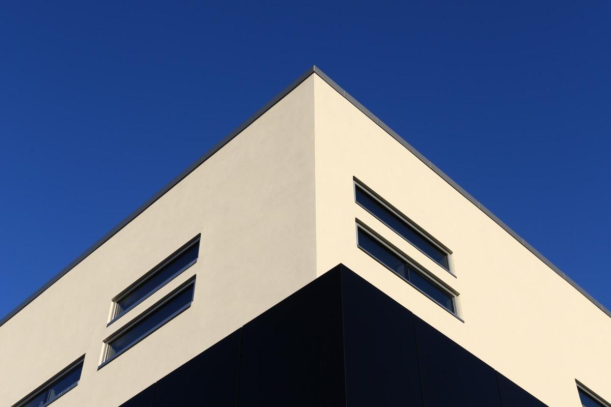 BULLY HOUSE! Lamborghini becomes a part of Calgary's southwestern skyline - slide 38