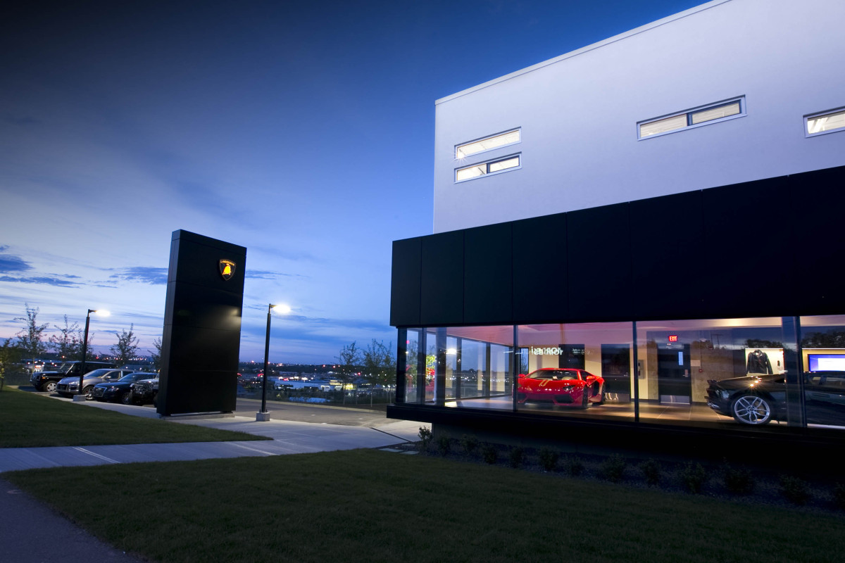 BULLY HOUSE! Lamborghini becomes a part of Calgary's southwestern skyline - slide 34