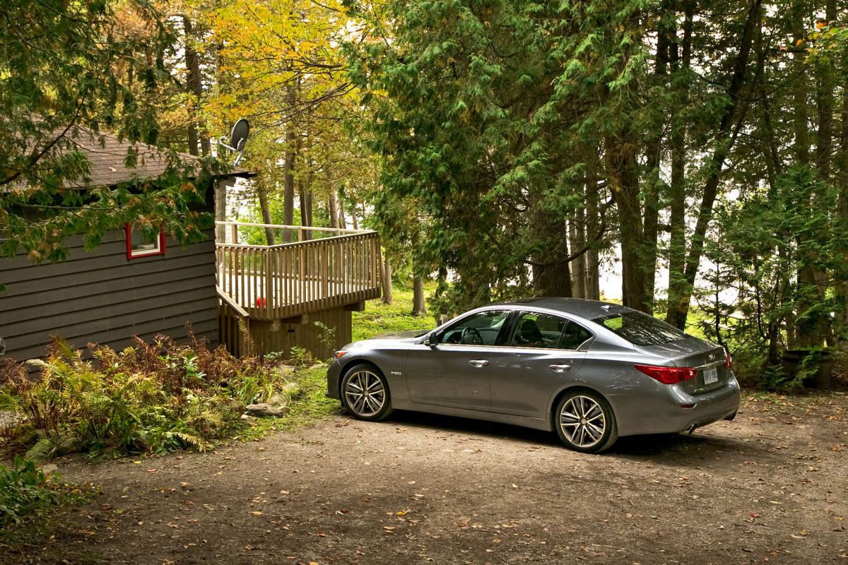 Infiniti's Q50 AWD Hybrid; a sleeper saloon in wolf's clothing - slide 9
