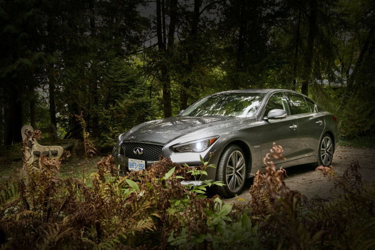 Infiniti's Q50 AWD Hybrid; a sleeper saloon in wolf's clothing - slide 12
